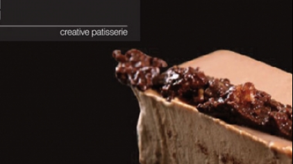 Τούρτα σοκολατίνα γάλακτος με τραγανή βάφλα