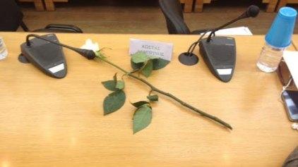 Ένα λουλούδι στη μνήμη του Κώστα