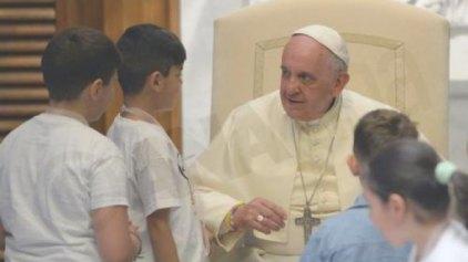 Ο Πάπας συνάντησε 500 παιδιά