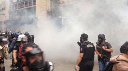 Σκηνικό μάχης ξανά στην πλατεία Ταξίμ