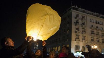 Φαναράκια και μπαλόνια με ευχές στον ουρανό