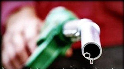 Η τιμή του πετρελαίου πέφτει διεθνώς, στα πρατήρια ... αμετακίνητη