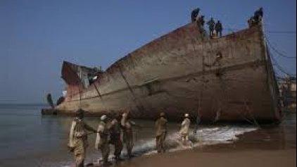 """Η ΕΕ βάζει """"φρένο"""" στη """"διάλυση"""" πλοίων σε παραλίες"""