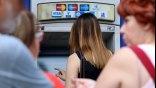 Πότε θα μπορεί κανείς να βγάζει τα 420 ευρώ από τις τράπεζες;