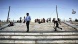 Ευρωβαρόμετρο: Ελαφρώς θετικότερα βλέπουν το μέλλον οι Έλληνες