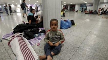 Βουδαπέστη: Πρόσφυγες επιβιβάζονται σε τρένα για Γερμανία και Αυστρία