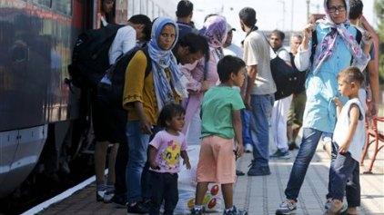 Για τη Βιέννη αναχώρησαν τα τρένα προσφύγων μετά το «στοπ» στα σύνορα