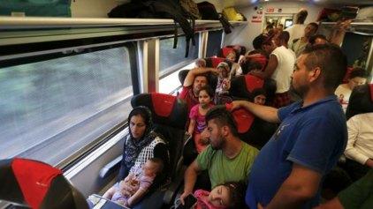 Αυστρία: Ανακουφισμένοι πρόσφυγες έτρεχαν να επιβιβαστούν σε τρένα για Γερμανία