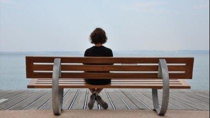 Η μοναξιά επηρεάζει αρνητικά τις σκέψεις και τα συναισθήματα μας
