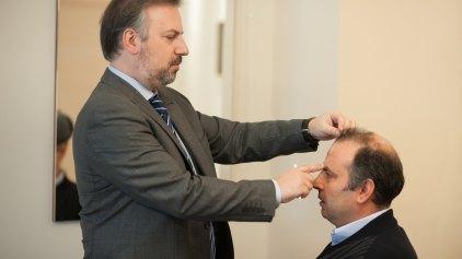 Μεταμόσχευση FUE & μεσοθεραπεία PRP: Οι πιο περιζήτητες θεραπείες για τα μαλλιά