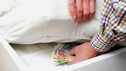 Κίνητρα για να βγουν τα 30 δισ. από τα σεντούκια ζητούν οι τράπεζες