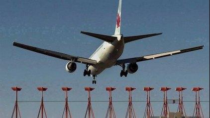 Στο νοσοκομείο 21 επιβάτες μετά από αναγκαστική προσγείωση λόγω αναταράξεων