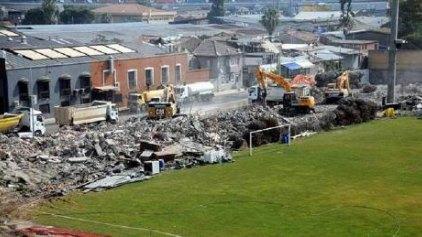 Γκρέμισαν το ιστορικό γήπεδο του Πανιωνίου στη Σμύρνη (photos)