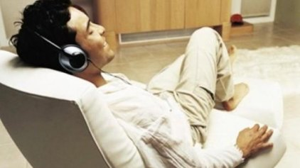 """Η μουσική """"κουφαίνει"""" έναν στους οκτώ νέους που την ακούνε με ακουστικά"""