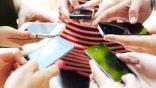 «Κολλημένοι» με το κινητό
