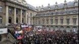 Στους δρόμους και οι Γάλλοι δημόσιοι υπάλληλοι