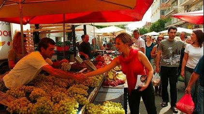 Μειωμένη η κίνηση στις λαϊκές αγορές