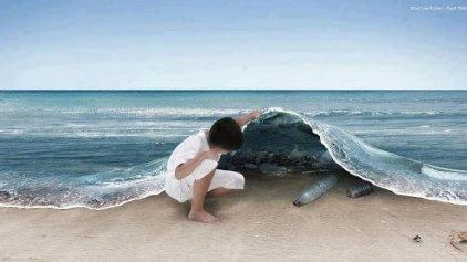 Και ξαφνικά, η θάλασσα γέμισε σκουπίδια