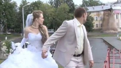 Μέχρι και κτίριο έπεσε στο γάμο ενός ζευγαριού στη Ρωσία