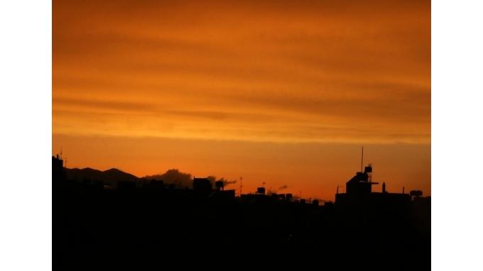 Συννεφιά, σκόνη και...δύση έκαναν την Κρήτη πίνακα του Τέρνερ!