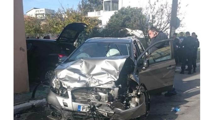 Σοβαρό τροχαίο με σύγκρουση αυτοκινήτων - 4 άτομα στο νοσοκομείο