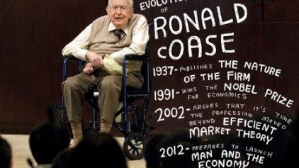 Πέθανε στα 102 ο νομπελίστας Κόαζ