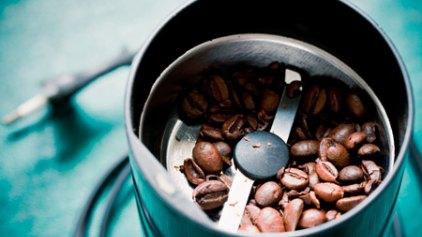 Πώς καθαρίζουμε το μύλο του καφέ + των μπαχαρικών;