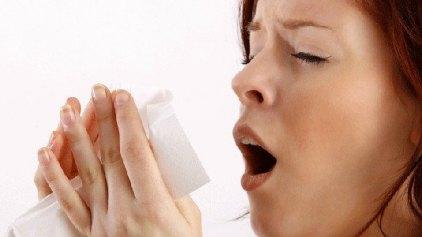 Γιατί απαγορεύεται να πνίγετε το φτέρνισμα
