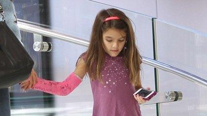 Η Κέιτi Χολμς αγόρασε στην μικρή Σούρι το νέο i-phone!