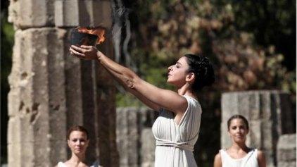 Αναψε η φλόγα για τους Χειμερινούς Ολυμπιακούς Αγώνες του 2014