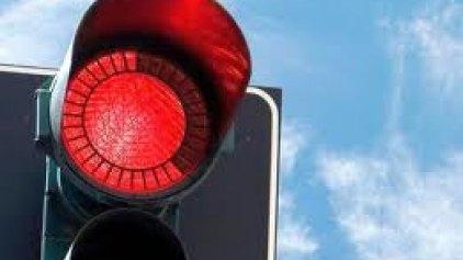 Σε ποιο μέρος του κόσμου οι μοτοσυκλετιστές θα παραβιάζουν... νόμιμα το κόκκινο;