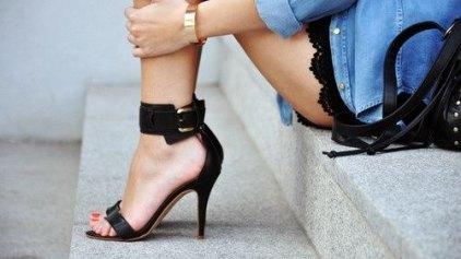 Τρόποι για να ανοίξετε τα στενά σας παπούτσια
