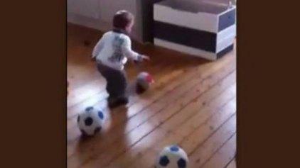 Μωρό 18 μηνών υπέγραψε συμβόλαιο σε ποδοσφαιρική ομάδα!