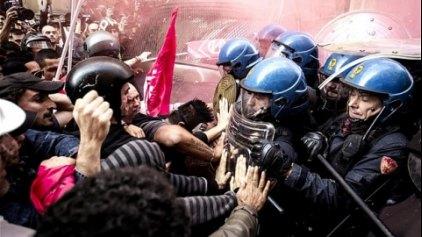 Σκηνές απείρου κάλλους από τις συγκρούσεις διαδηλωτών με καραμπινιέριους