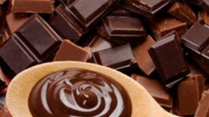 Τρώγοντας αρκετή σοκολάτα διατηρoύμε σιλουέτα