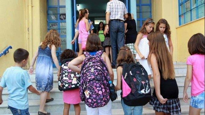Επιβαρύνει την υγεία των μαθητών η... τσάντα