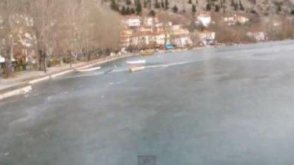 Μία βόλτα στην… παγωμένη λίμνη