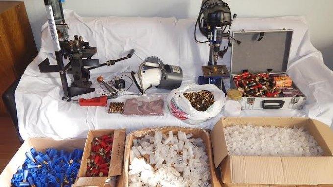 30χρονος με παράνομο εργαστήριο αναγόμωσης