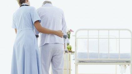 """Βραδινή έφοδος στο νοσοκομείο - Χειροπέδες σε τρεις """"αποκλειστικές"""""""