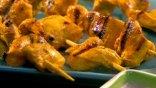 Κοτόπουλο σουβλάκι σε μαρινάδα από κάρυ και μουστάρδα