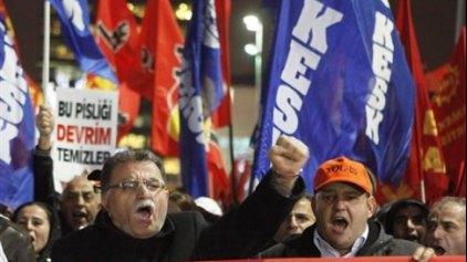 Ζημίες άνω των 100 δισ. δολαρίων στην τουρκική οικονομία από το σκάνδαλο