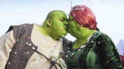 Ενας γάμος που βγήκε από παραμύθι-Ο γαμπρός ντύθηκε Σρεκ και η νύφη Φιόνα