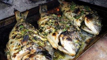 Τσιπούρα φουρνιστή με λεμόνι και μαϊντανό
