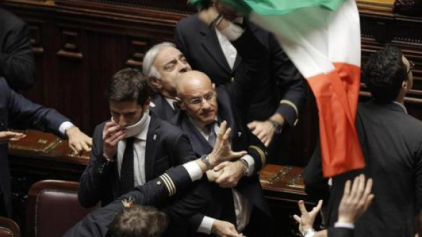 """Σύρραξη"""" στην Ιταλική Βουλή"""