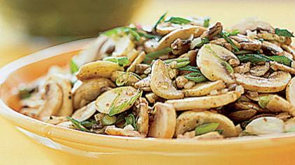 Ζεστή σαλάτα με μανιτάρια