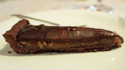 """Τάρτα με καραμέλα βουτύρου, αλμυρά φιστίκια και σοκολάτα (τύπου """"snickers"""")"""