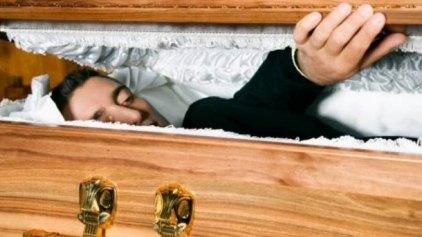 Ο νεκρός «αναστήθηκε» λίγο πριν τον ταριχεύσουν!