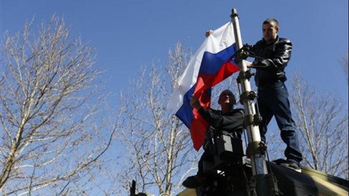 Υπό ρωσικό έλεγχο δύο ακόμα στρατιωτικές βάσεις της Κριμαίας