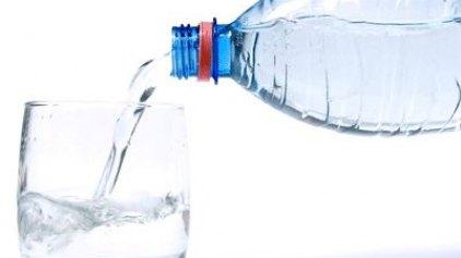 Πόσο νερό να πίνουμε τις ζεστές μέρες