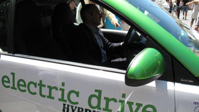Στους δρόμους της Κρήτης το πρώτο Υβριδικό Ηλεκτρο-Υδρογονο-Κίνητο Αυτοκινήτο